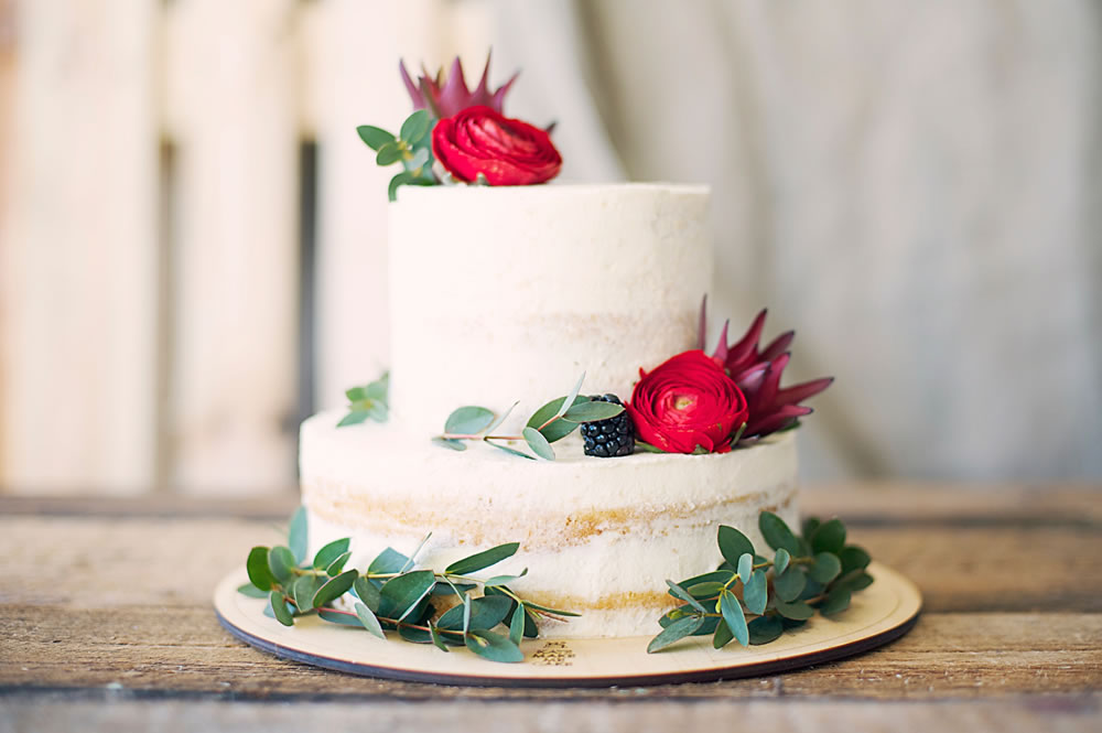 Read more about the article 3 of Melbourne's Most Amazing Wedding Cake Suppliers (2021)
